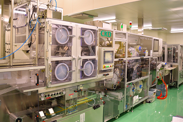 Blister packaging machine (containment type)